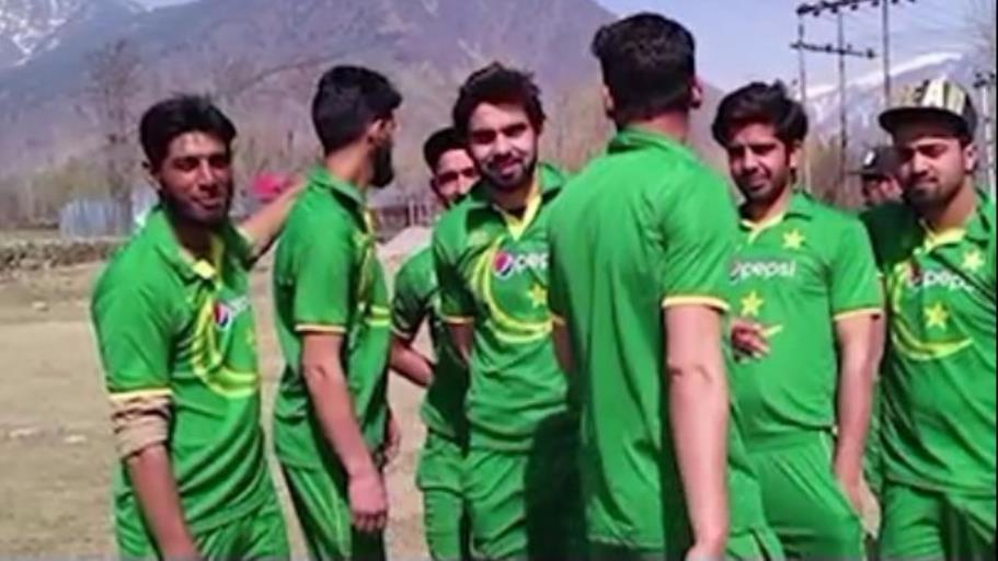 Kashmiris clad in Pakistan jerseys