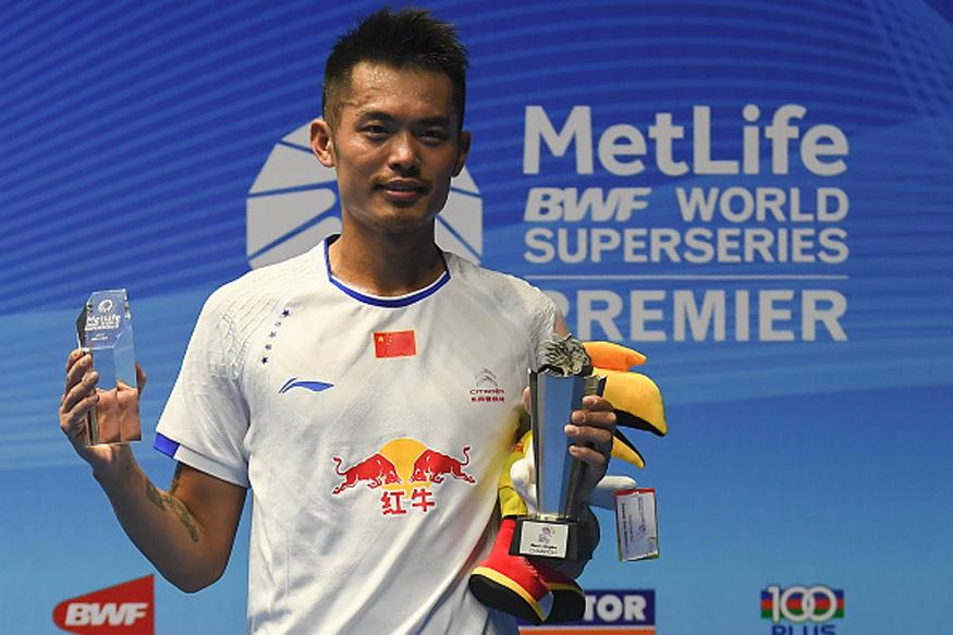 Lin Dan with the winning trophy